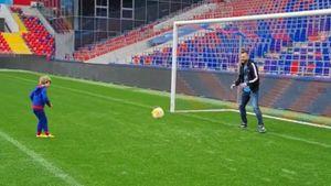Акинфеев пропустил гол от 7-летнего сына на стадионе ЦСКА: видео