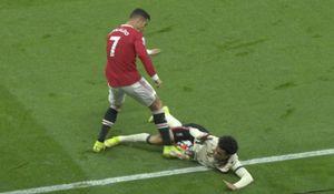 Роналду стал виновником потасовки в матче «МЮ»— «Ливерпуль», грубо сыграв против соперника при счете 0:3