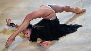 Гимнастка Солдатова совершила прыжок вниз головой с моста на резиновом тросе: видео