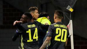 В Роналду швырнули стаканом сразу после гола. Эти фото так же круты, как матч «Аякса» и «Юве»