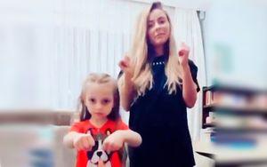 Дочь Пескова и Навки исполнила синхронный танец вместе со старшей сестрой. Между ними 14 лет разницы. Видео