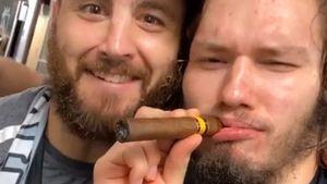Русский хоккеист Сергачев закурил сигару в чемпионской раздевалке «Тампы»: видео