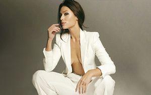 «Что за секс средь бела дня?» Подписчики оценили пикантное фото жены Малкина в пиджаке на голое тело