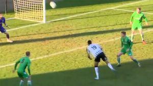 «Это претендент на награду Пушкаша!» Футболист «Ноттс Каунти» забил сумасшедший гол с лета пяткой через себя
