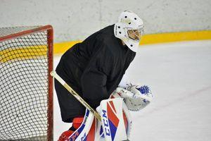 «В хоккей и правда играют настоящие мужчины». Футбольный вратарь Фролов — про смерть 19-летнего хоккеиста