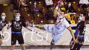 Власти в Испании заставили гандболистов играть в масках. Они задыхались и все равно заразились коронавирусом