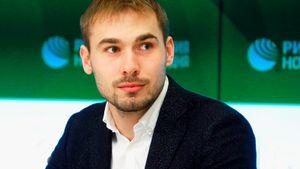 Антон Шипулин готовится стать депутатом. Он открыл свой ютуб-канал ностальгическим видео