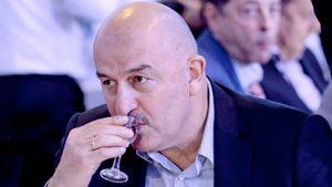 Живший с Черчесовым журналист: «К пиву равнодушен: не больше бокала. Дома поливает цветы, все начисто убрано»