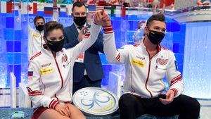 «Чувствуем гордость за нашу страну». Мишина — о победе российских фигуристов на командном чемпионате мира