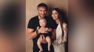 Жена Овечкина впервые показала лицо младшего сына: фото