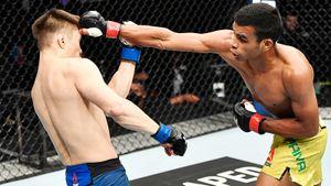 Одну из главных звезд Казахстана подписали в UFC. Первый бой Жумагулова закончился поражением и двумя ударами в пах