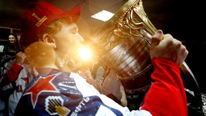 Сечин наливает и пьет, капитан устраивает фонтан. Фото золотой раздевалки ЦСКА