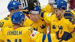 Чемпионы мира шведы одолели латвийцев иодержали пятую победу подряд наЧМ-2019