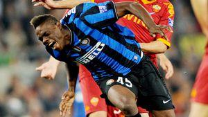 Легендарный финал Кубка Италии: Тотти атаковал Балотелли, отбил «пять» его одноклубнику и удалился
