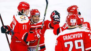 В российском хоккее снова правит клуб с Урала. В Екатеринбурге изобрели свою «красную машину»