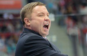 Тренер «Амура» угрожал судье во время матча КХЛ. Он обещал сжечь его машину