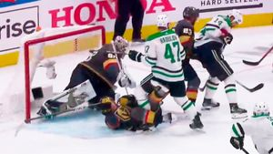 Русский хоккеист уложил американца на лед в финале Запада НХЛ. Радулова не удалили, «Даллас» забил и начал камбэк