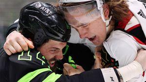 Американские фанаты смеются над русским хоккеистом. Задоров проиграл драку сопернику, который легче него на 12 кг