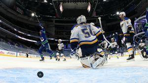 Чемпион НХЛ расстался с титулом уже в первом раунде. «Сент-Луис» получил 6 шайб и вылетел из плей-офф