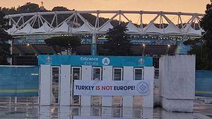 Перед стартовым матчем Евро на стадионе в Риме вывесили баннер с надписью: «Турция— не Европа»