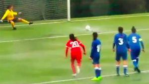 Россиянка забила курьезный гол спенальти. Мяч едва незастрял влуже
