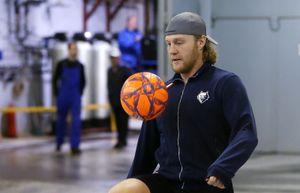 Хоккеист Сергеев стал фигурантом уголовного дела. Его обвиняют в захвате барбершопа в Нижнекамске