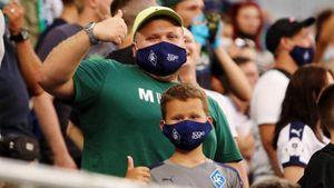 «Это просто повод отлучить меня от футбола». Фаната «Крыльев» оштрафовали на 10к за снятие маски на трибуне