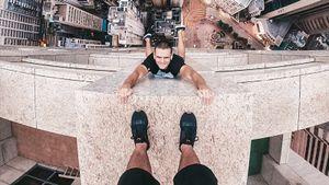 «Лез по зданию и понял, что от него остался кусок в руке». Руфер с Украины, прославившийся выходкой в Петербурге