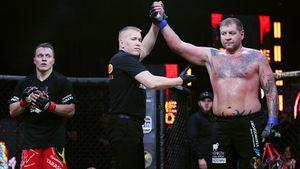Емельяненко побил блогера на 38 кг легче себя. Тарасов пережил 4 нокдауна