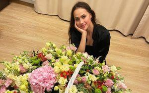 Загитова получила в подарок от поклонников огромный букет роз: видео