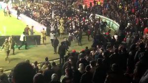 Матч «Зенита» вГрозном прервали из-за оголившихся фанов. Ихповедение разозлило местных болельщиков