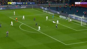 Защитник «Лиона» расстрелял собственные ворота: видео комичного автогола вматче с«ПСЖ»