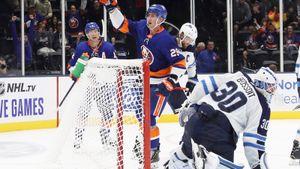 Русский защитник— часть худшей обороны НХЛ. «Виннипег» неспасают даже голы «финского Овечкина»