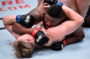Лучший русский тяж в UFC прилетел в США и подрался с американским борцом. Блейдс победил Волкова в стиле Хабиба