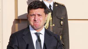 Президент Украины Зеленский испугался громкого звука на открытии ледовой арены в Мариуполе: видео