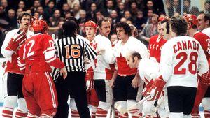 Легендарная драка СССР — Канада. На Михайлова напали двое, он бил Бергмана коньком, тот показывал «жест смерти»