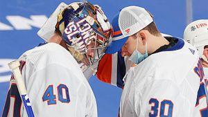 Русские голкиперы «Айлендерс» стали лучшими в НХЛ. Как Варламов и Сорокин захватили лучшую лигу мира?