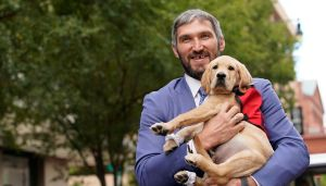 «Вашингтон» с помощью Овечкина и клубного пса поздравил фанатов с Национальным Днем телефона