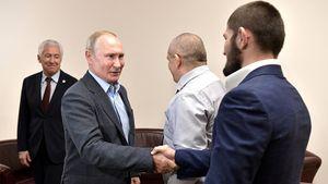 Ровно два года назад Хабиб забрал пояс UFC и обратился к Путину. Как это было