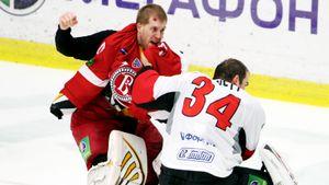 Скандальное побоище в российском хоккее. Канадцы устроили охоту на «Трактор», драться пришлось даже вратарям