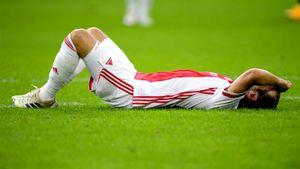 Игрок «Аякса» с криком упал во время матча. У Блинда отказал имплантированный в грудь кардиовертер-дефибриллятор