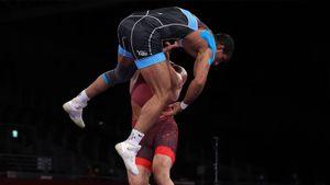 Иранский боец греко-римского стиля победил эффектным приемом на последних секундах четвертьфинального поединка