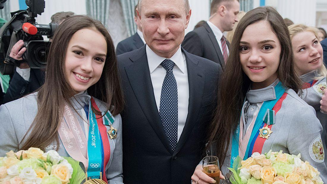 Зачем им фигурное катание В партию вступят. Болельщики о невключении Загитовой и Медведевой в сборную