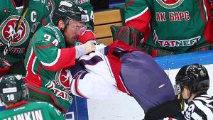 Бывший форвард «Ак Барса» избил девушку. С хоккеистами в Казани все время творится какая-то дичь