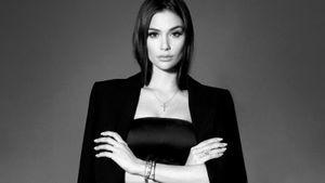 Жена Овечкина показала стильный образ в черном костюме: фото