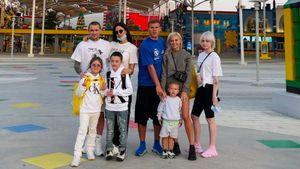 Жена Мамаева выложила совместное фото с семьей Кокорина с отдыха в Дубае