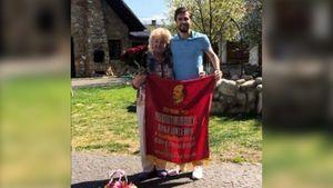 Украинский футболист извинился за фото с советской символикой: «Крым — Украина, война на Востоке — агрессия России»