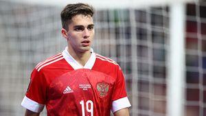 Захарян— самый молодой полевой игрок в истории сборной России. Он побил рекорд Дзагоева