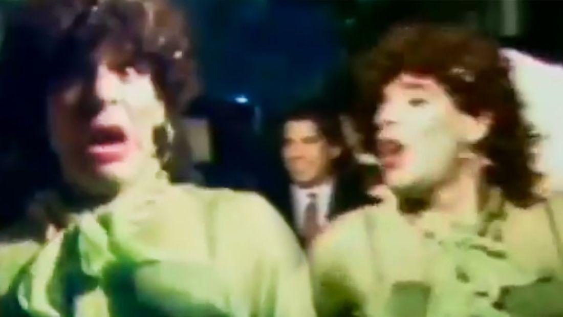 Редкое видео Марадоны в образе женщины. Диего танцует в чулках и юбке  а еще с макияжем и серьгами