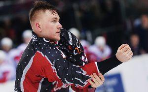«10 минут третьего периода— иябы умер». Русский хоккеист пережил кому, атеперь играет вАнглии